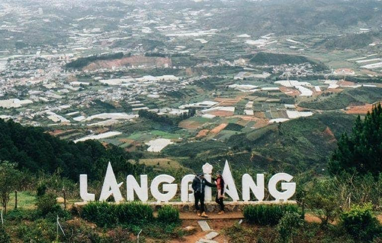 Núi Langbiang nằm cách trung tâm thành phố Đà Lạt với khoảng 12km